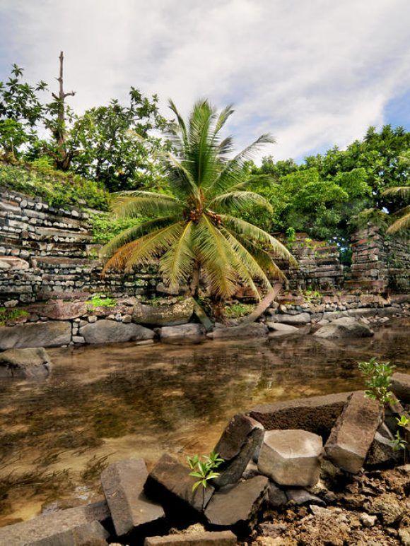 L'art pluriel de Micronésie : architecture, monnaies de pierre et tressage