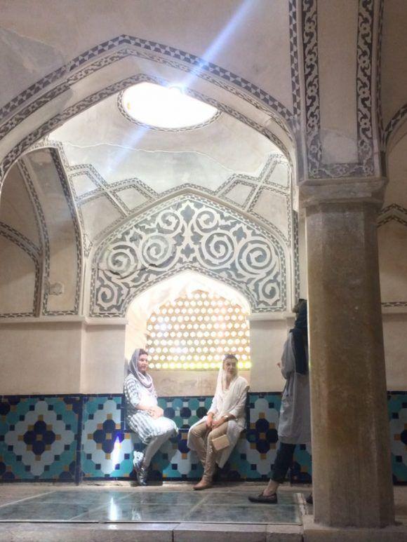 Art et amour en Iran : l'école du double jeu